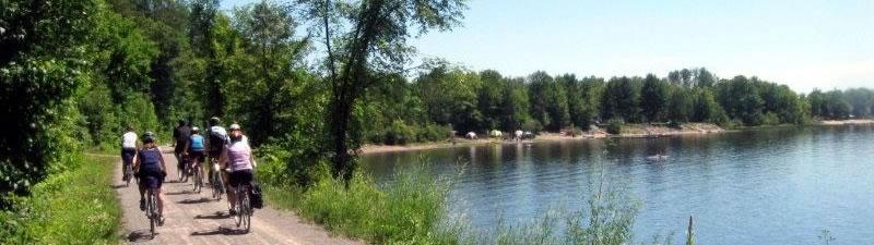 Cycling along the Outaouais River